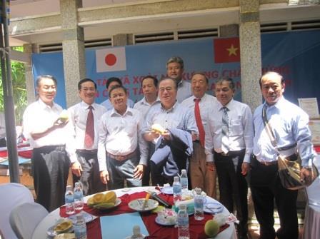 Đoàn tỉnh Ibaraki, Nhật Bản thăm HTX Xoài Mỹ Xương